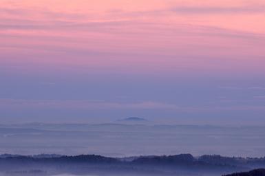 blau-rosa-landschaft